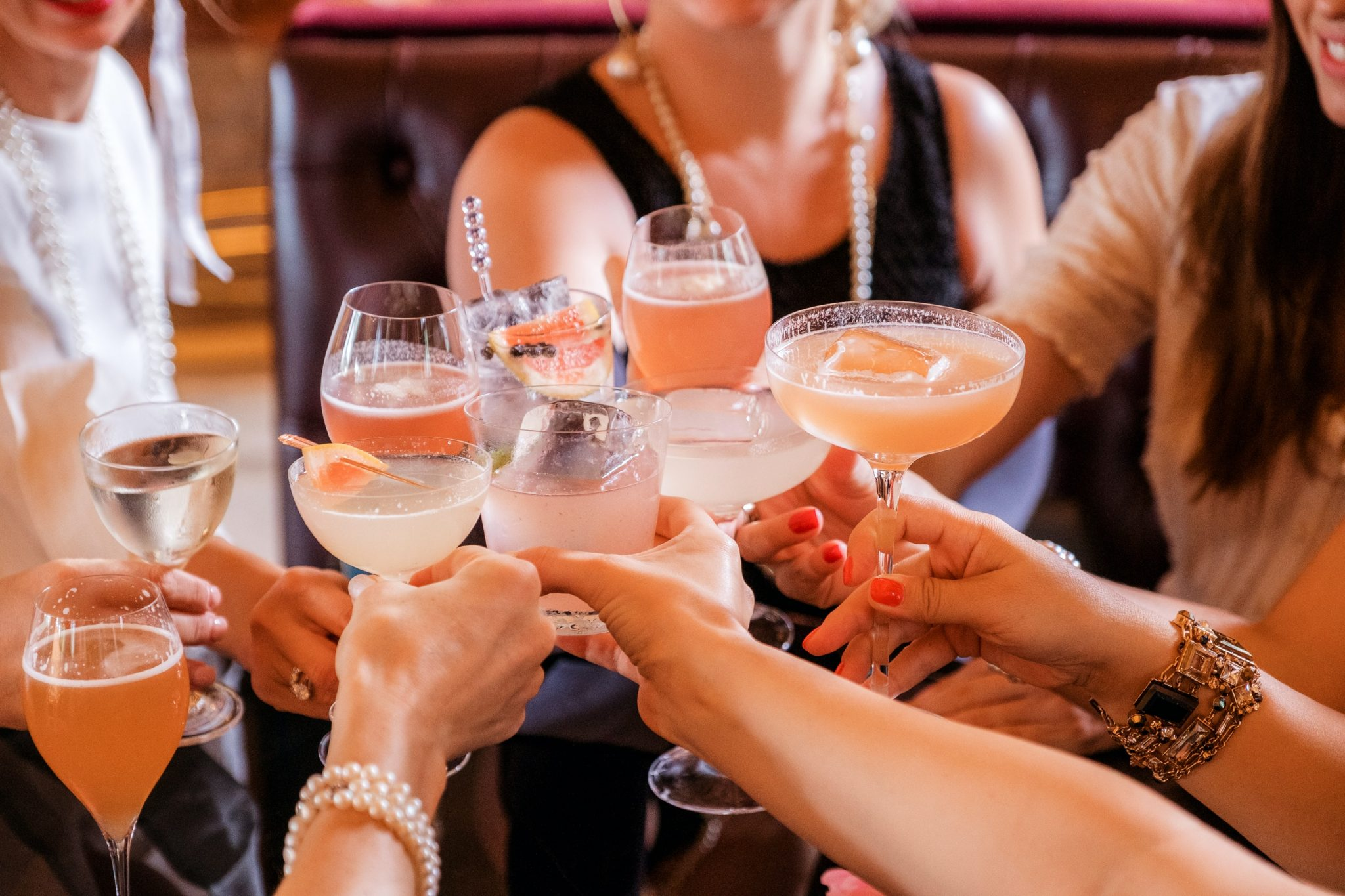 alternatives to drinking alcohol people raising mocktails